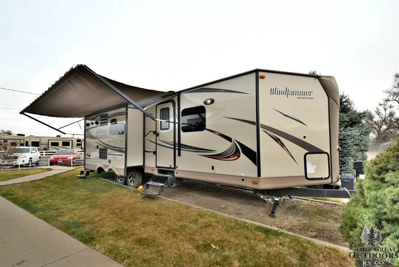 2016 Forest River Rockwood Windjammer 3025W Outside Passenger Side Front Cap With Awning