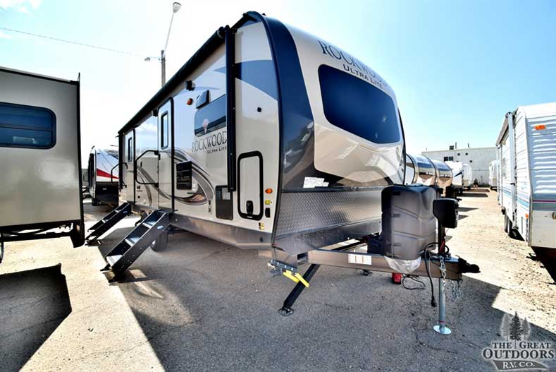 The Great Outdoors RV Co. R1406 2019 Forest River Rockwood 2608BS- Front passengers side exterior